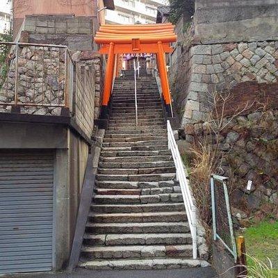 【末広稲荷神社】本殿へ続く階段