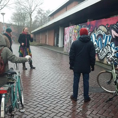 Guide Fiona showing local Street Art.