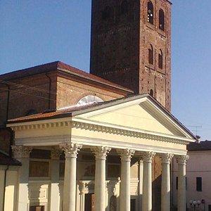 La chiesa si trova lungo il percorso dell'antica Via Francigena