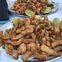 iscas de peixe aperitivo e lula a dorê