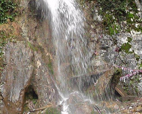 "Водопад ""Мужские слёзы"" на пути к озеру Рица"