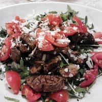 Straccetti di Carne, Rucola, Scaglie e Pomodorini