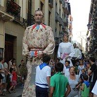 Fiesta de Gigantes y Cabezudos en la Calle 31 de Agosto.