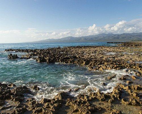 Каменистый вход в воду