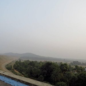 Way to Pareshnath Temple - A van ride over the dam
