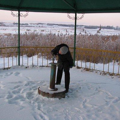 зимой у источника