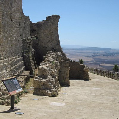 Views, ancient walls and excellent signage