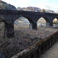 南側から、旧県道橋 廃橋から中の4アーチ