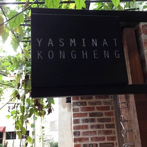 """Look for the """"hidden"""" entrance on the pedestrian lane between the Kong Heng and Thean Chun coffe"""