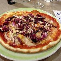 Pizza trevigiana (radicchio e gorgonzola)