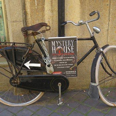 De portier van Mystery House reed lek!