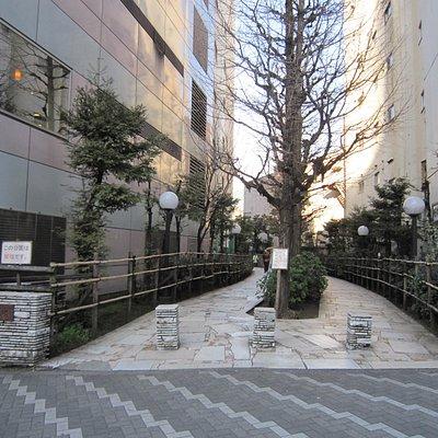 靖国通り側入口