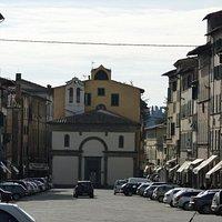 Chiesa della Madonna di Piè di Piazza che domina Piazza Mazzini - Pescia