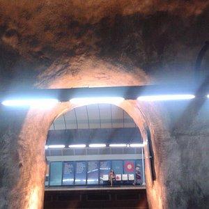 Estação Cardeal Arcoverde... parece uma caverna!