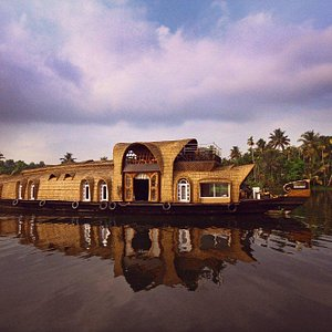 Lakelands Luxury House Boat