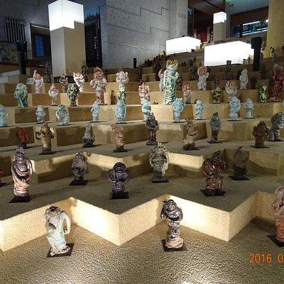 展示室Aの土仏達。全体としてのディスプレイがとても綺麗です。