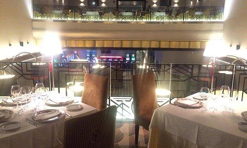 Fachada y vista desde el Restaurante. Arriba al fondo, la POKER ROOM.