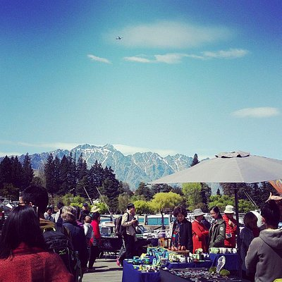 Creative Queenstown Market scene