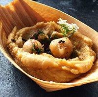 Hummus de garbanzos con aceite de marañon.