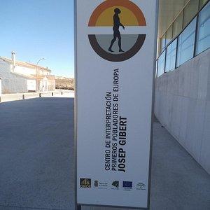 """Centro de Interpretación de los Primeros Pobladores de Europa """"Josep Gibert"""""""