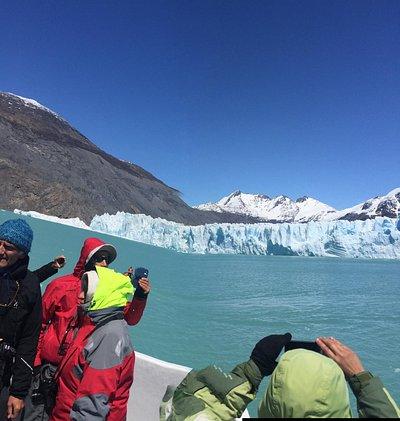 Vista desde la embarcación Quetru al Glaciar