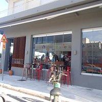 De Facto Cafe Pyrgos