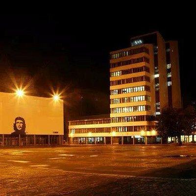 Vista de la parte exterior del teatro, con la emblemática imagen del Che Guevara.