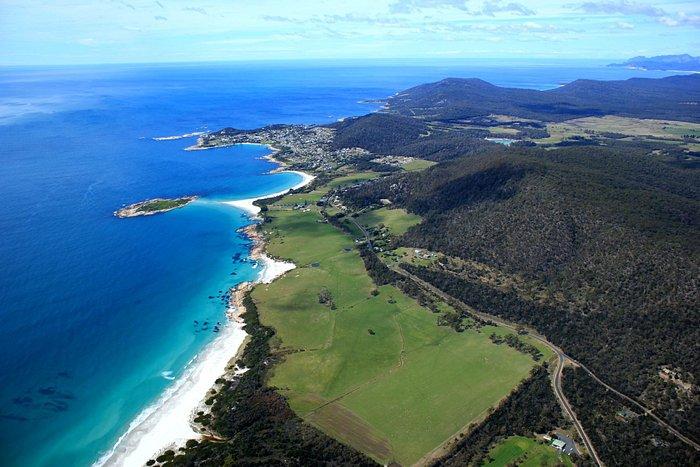 Best white sandy beaches Diamond Island  Bicheno Tasmania