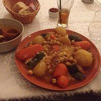 Couscous végétarien avec bouillon et crème brûlée à la fleur d'oranger