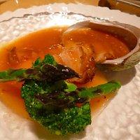 上海がにのソースの、アワビの煮込み。