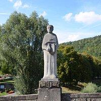 Statua Jana Berteliusa na starym  moście na rzece Sauer