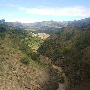 Tarde de bicicleta hasta la represa San Jacinto donde poder comer algo como premio. No hay baños