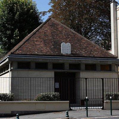 Fontainebleau Synagogue, rebuild after its destruction during the second war