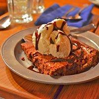 Happy happy.......Brownie w/ ice-cream