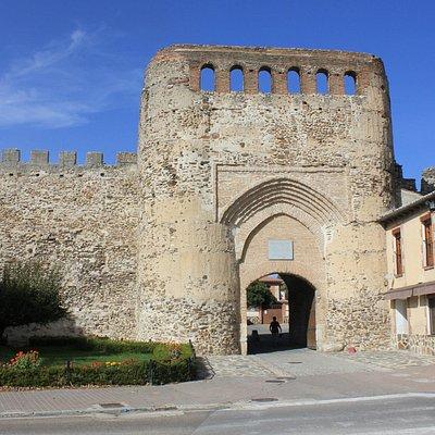 Puerta de la Villa y Murallas de Coca