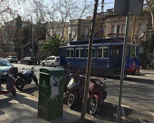Трамвай идёт к площади