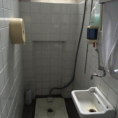 Il bagno del ristorante è esterno e davvero improponibile. Risttrutturarlo?