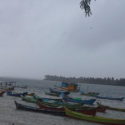 """Vista das embarcações de pesca ou para passeio à foz do """"Velho Xico"""""""