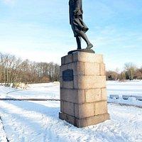 Памятник Зое Космодемьянской в Московском парке Победы