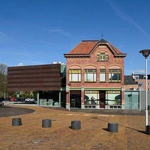 Entree van Museum Het Warenhuis in Axel