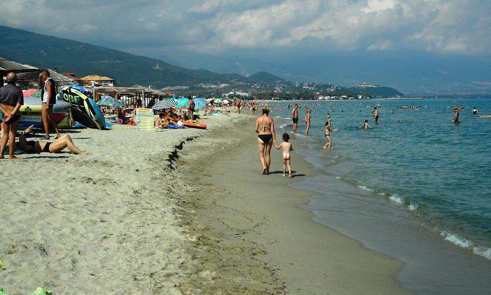 La plage de Neoi Poroi