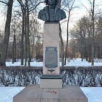 Памятник-бюст Е.П. Федорову в Московском парке Победы, Санкт-Петербург