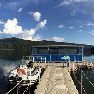 Immagini del lago Arvo LORICA ., e del Battello Elettrico  Navigare a.. Lorica !