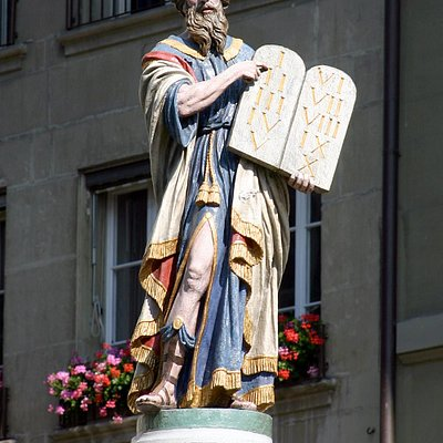 The statue of Moses with the 10 commandments from God