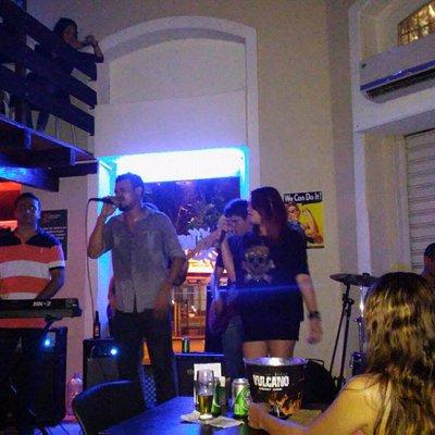 apresentação de bandas locais