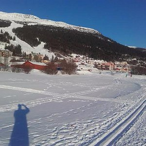 Åre village and the slopes from the lake.