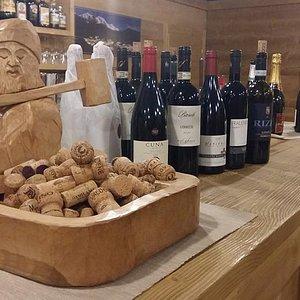 bancone e parte della selezione vini