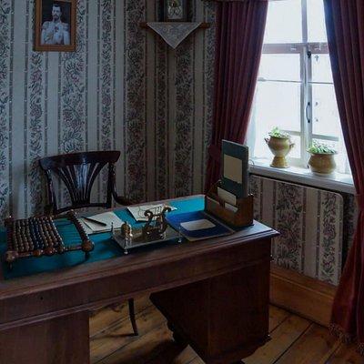 Уголок кабинета в доме купца Агапова