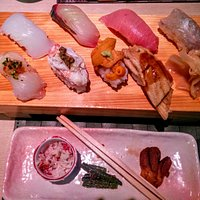 Nigiri lunch set. A steal at 3000 yen. Chirashi lunch set at 2000 yen also available.