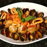 Seafood over linguini fra diavolo